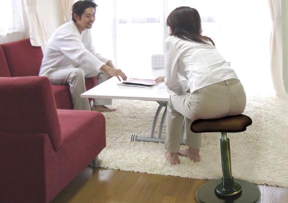 ラフレシアKモーション(有限会社ルネセイコウ)- 身体への負担をイスが吸収、新感覚の座り心地<br /> スイングする椅子
