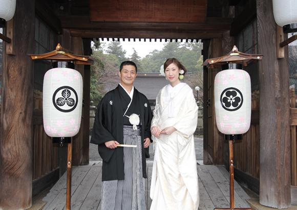 家紋挑燈(秋村泰平堂)- 文化に根付くものづくりルーツを感じる灯り