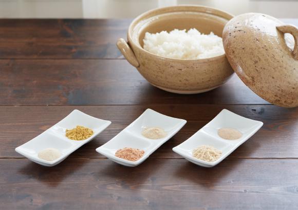 ごはんdeア・ラ・カ・ル・ト(株式会社丸福)- かけるだけでうなぎ丼に!?6種の味わいパウダー