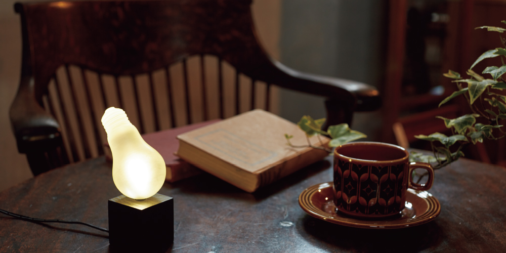 Magritte Lamp(nodoka –earth&crafts by 造形工房 四次元株式会社)