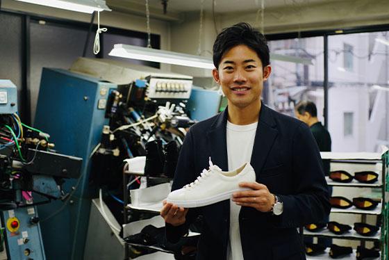 婦人靴メーカーの三代目が作る、 夢と希望がつまった「メンズスニーカー」