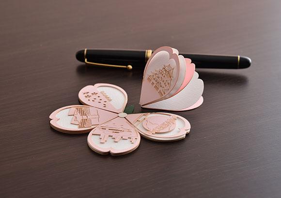OMOSHIROI PETALS 桜(株式会社トライアード)- 緻密な模様をあしらった花びらメッセージカード